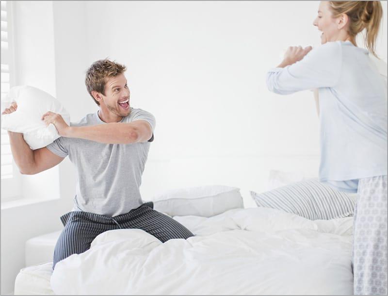 Probleme und Konflikte gehören nicht ins Schlafzimmer – lieber vorher klären und dann friedlich schlummern.